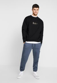 Mennace - TRIPLE SIGNATURE  - Sweatshirt - black - 1