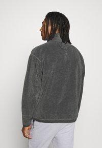 Mennace - BUTTON FUNNEL LOGO POLAR - Fleece trui - charcoal - 2