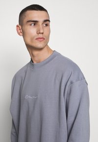 Mennace - ESSENTIAL SIGNATURE BOXY - Sweatshirts - powder blue - 3