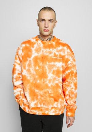ALL OVER TIE DYE - Felpa - orange
