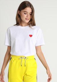 Merchcode - HEART TEE - T-shirt imprimé - white - 2