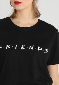 Merchcode - FRIENDS LOGO TEE - T-shirt imprimé - black - 4