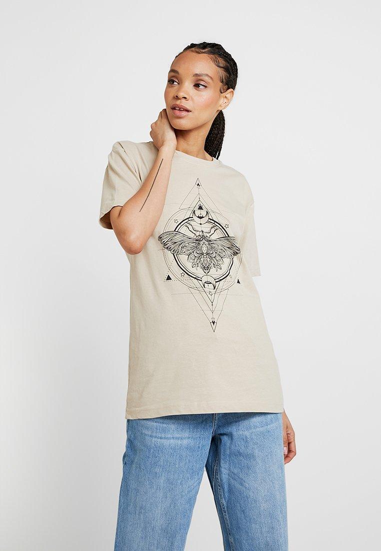 Merchcode - LADIES MOTH TEE - T-shirts print - sand
