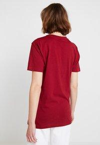 Merchcode - LADIES MOTH TEE - T-shirt imprimé - burgundy - 2
