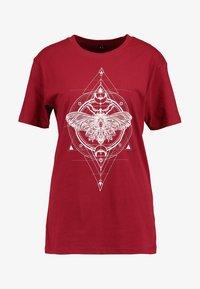 Merchcode - LADIES MOTH TEE - T-shirt imprimé - burgundy - 4