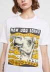 Mister Tee - LADIES CAMEL TEE - Camiseta estampada - white