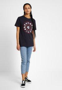 Merchcode - LADIES ZODIAC TEE - T-shirt con stampa - navy - 1