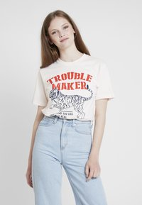Merchcode - LADIES TROUBLEMAKER TEE - T-Shirt print - rose - 0