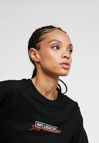Merchcode - LADIES DONT FOLLOW ME TEE - T-shirt imprimé - black - 4