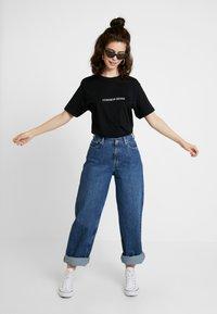 Merchcode - LADIES COMMON SENSE TEE - T-shirt imprimé - black - 1
