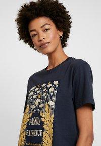 Merchcode - LADIES EXISTANCE TEE - T-shirts print - navy - 3