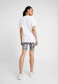 Merchcode - LADIES MAGIC MONDAY TEE - T-shirt z nadrukiem - white - 2