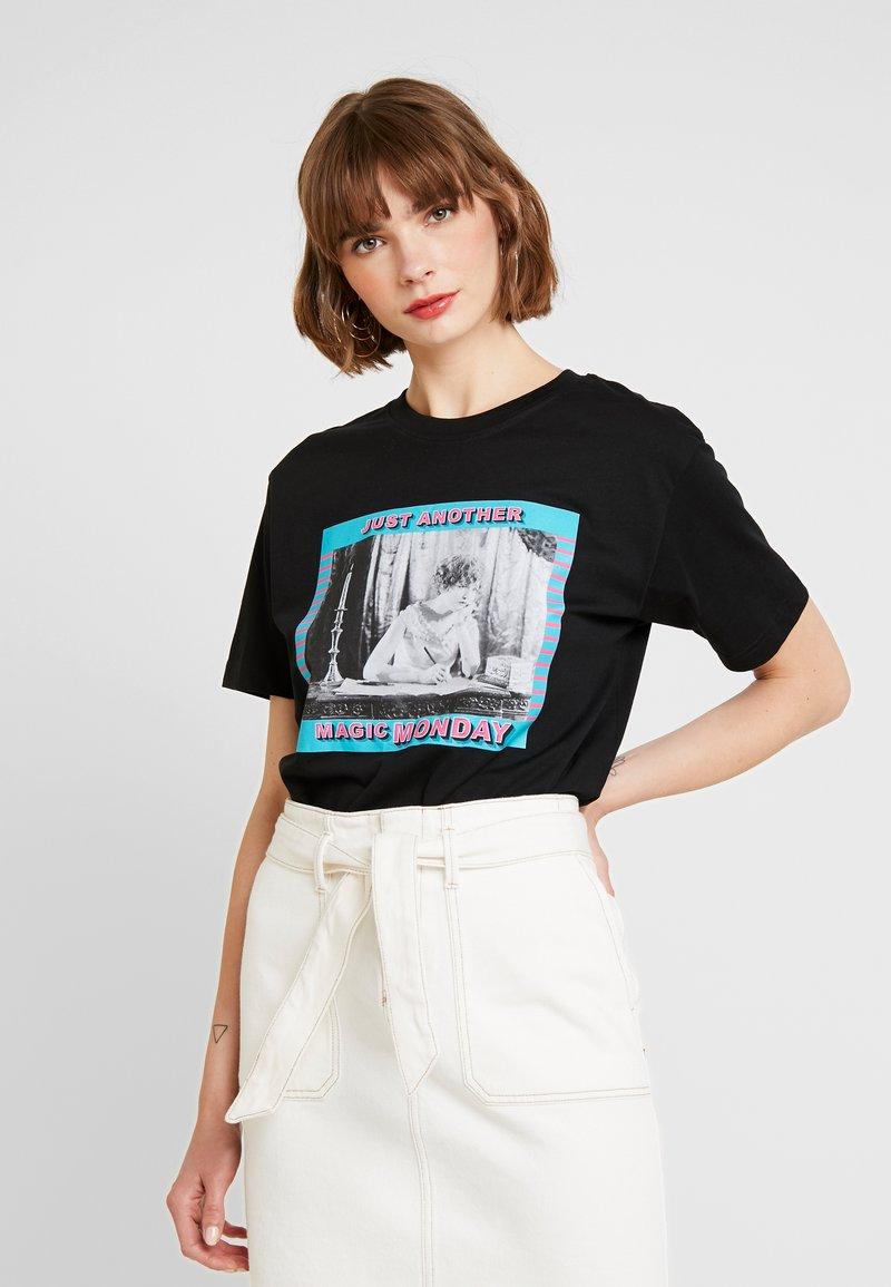Merchcode - LADIES MAGIC MONDAY TEE - Print T-shirt - black