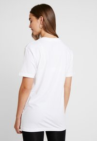 Merchcode - LADIES MISSING SUMMER TEE - T-shirt con stampa - white - 2