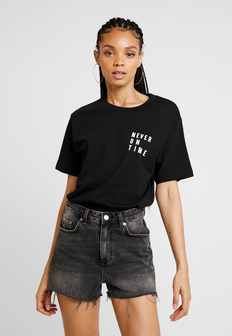 Merchcode - LADIES NEVER ON TIME TEE - Triko s potiskem - black