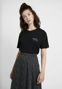 Merchcode - LADIES REUNIFY TEE - T-shirt imprimé - black - 2