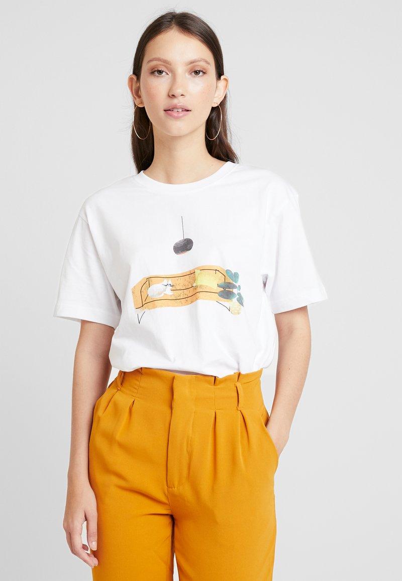 Merchcode - LADIES SOFA CAT TEE - T-shirt con stampa - white