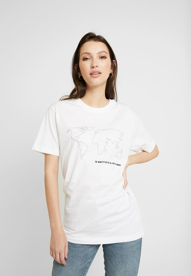 WORLD MAP TEE - T-shirt z nadrukiem - white