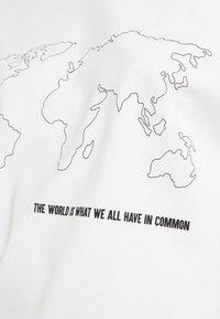 Merchcode - WORLD MAP TEE - Triko spotiskem - white - 4