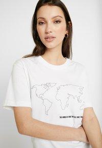 Merchcode - WORLD MAP TEE - Triko spotiskem - white - 5