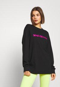 Merchcode - LADIES MAGIC MONDAY SLOGAN LONG SLEEVE - T-shirt à manches longues - black - 0
