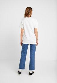 Merchcode - LADIES MAGIC MONDAY SLOGAN TEE - T-shirt imprimé - white - 2