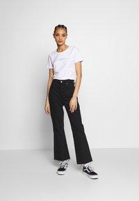 Merchcode - LADIES TRIBAL CROPPED TEE - T-shirt con stampa - white - 1