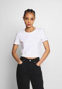 Merchcode - LADIES TRIBAL CROPPED TEE - T-shirt con stampa - white - 0