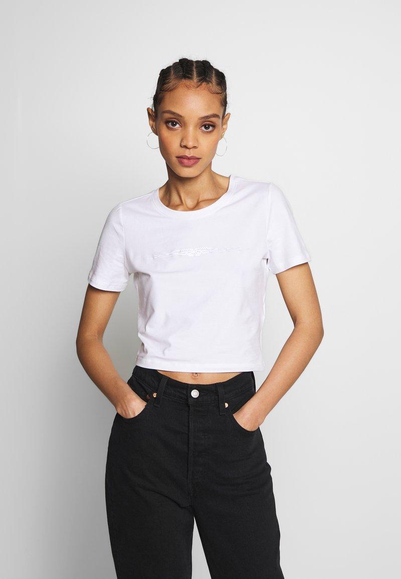Merchcode - LADIES TRIBAL CROPPED TEE - T-shirt con stampa - white