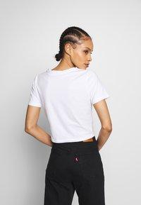 Merchcode - LADIES TRIBAL CROPPED TEE - T-shirt con stampa - white - 2