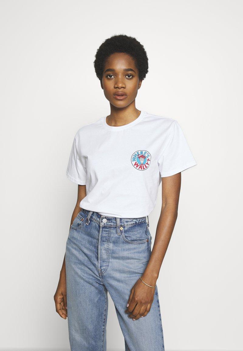 Merchcode - WHERE IS WALLY CORRIDORS OF TIME TEE - T-shirt imprimé - white