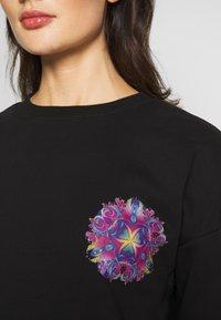 Merchcode - LADIES PYCHADELIC MANDALA CREWNECK - Sweatshirt - black - 4