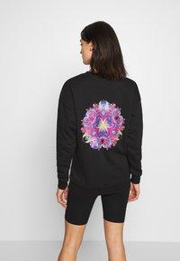 Merchcode - LADIES PYCHADELIC MANDALA CREWNECK - Sweatshirt - black - 2