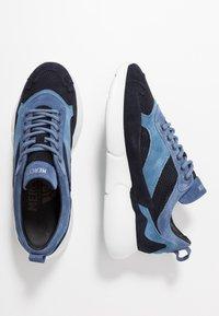 Mercer Amsterdam - W3RD MICROPERE - Sneakersy niskie - navy - 1