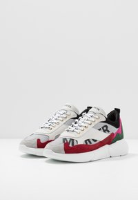 Mercer Amsterdam - Sneakers - white/red/pink - 2