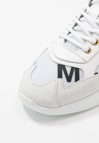 Mercer Amsterdam - Sneakersy niskie - orange/white - 5