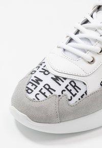 Mercer Amsterdam - Sneakers - red/blue/grey - 5