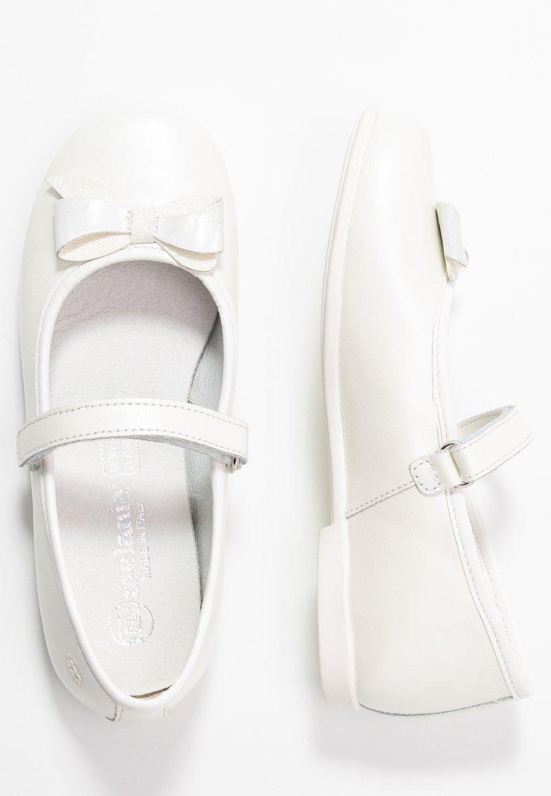Melania - Baleríny s páskem - white