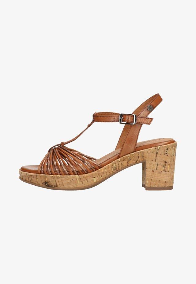 Platform heels - cognac