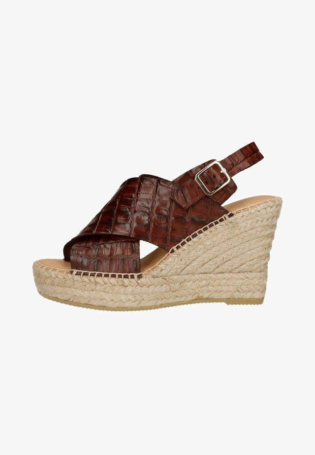 MIT KROKOMUSTER - Sandalen met plateauzool - brown