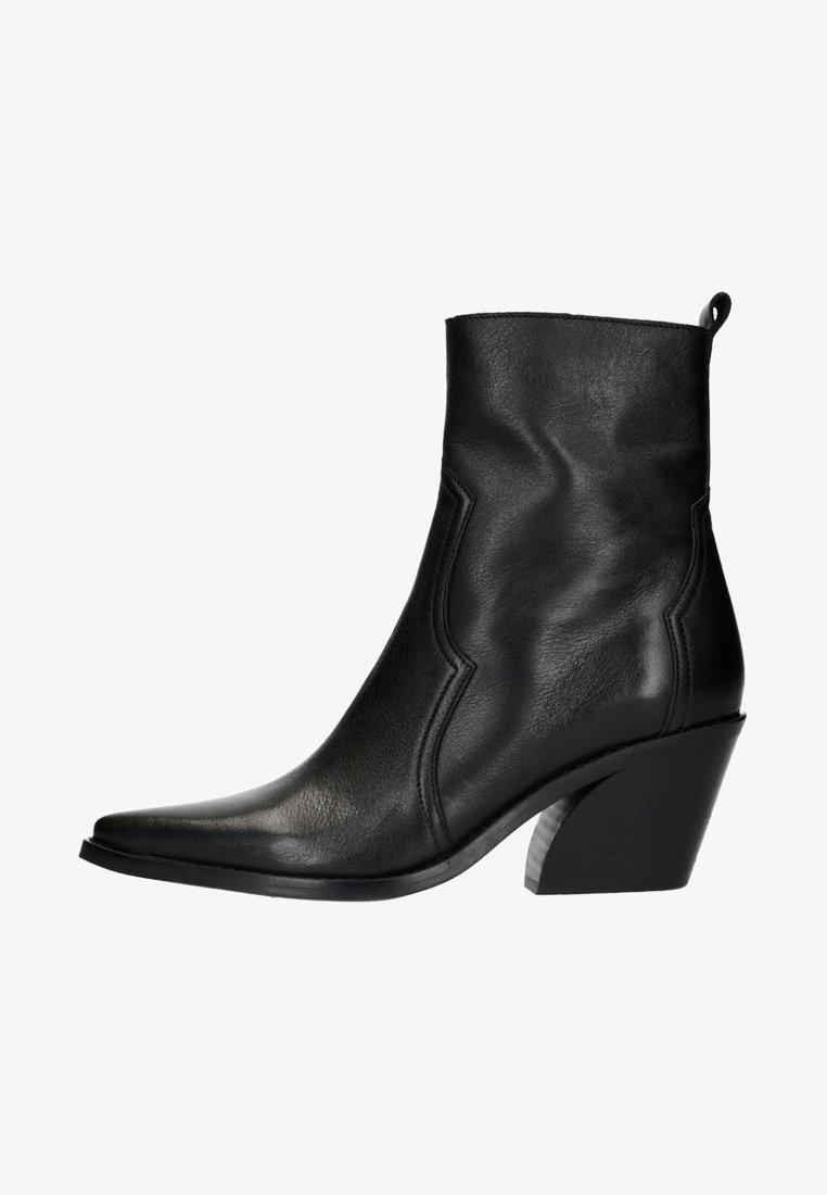 Manfield - Cowboy/biker ankle boot - black