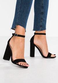 Miss Selfridge - HONEY  - Sandály na vysokém podpatku - black - 0