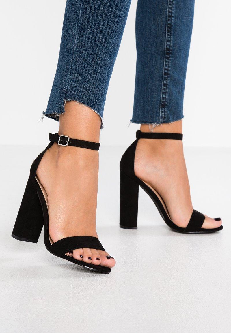 Miss Selfridge - HONEY  - Sandály na vysokém podpatku - black