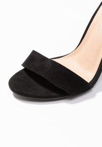 Miss Selfridge - HONEY  - Sandály na vysokém podpatku - black - 2