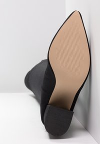 Miss Selfridge - POINTED - Stivali sopra il ginocchio - black - 6