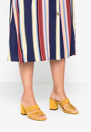 SAGE - Pantolette hoch - yellow