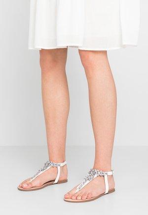 TOE POST  - Sandály s odděleným palcem - white
