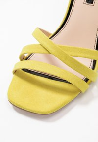 Miss Selfridge - SADIE STRAP MID HEIGHT  - Sandaler med høye hæler - lime - 2