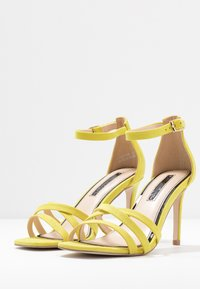 Miss Selfridge - SADIE STRAP MID HEIGHT  - Sandaler med høye hæler - lime - 4