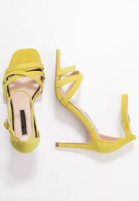 Miss Selfridge - SADIE STRAP MID HEIGHT  - Sandaler med høye hæler - lime - 3